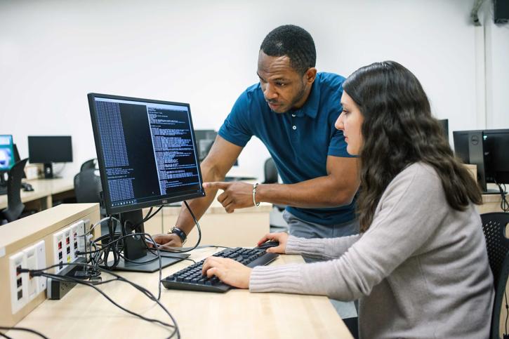 Enseignement en laboratoire par ordinateur interposé